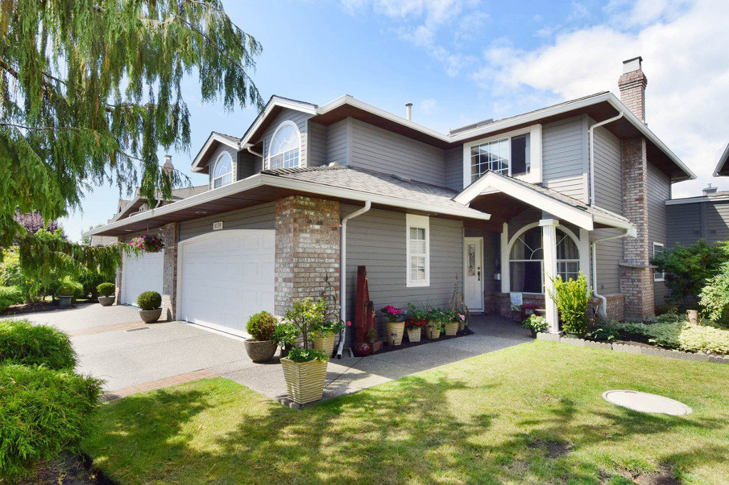 "Main Photo: 6139 W BOUNDARY Drive in Surrey: Panorama Ridge Townhouse for sale in ""LAKEWOOD GARDENS"" : MLS®# F1448168"
