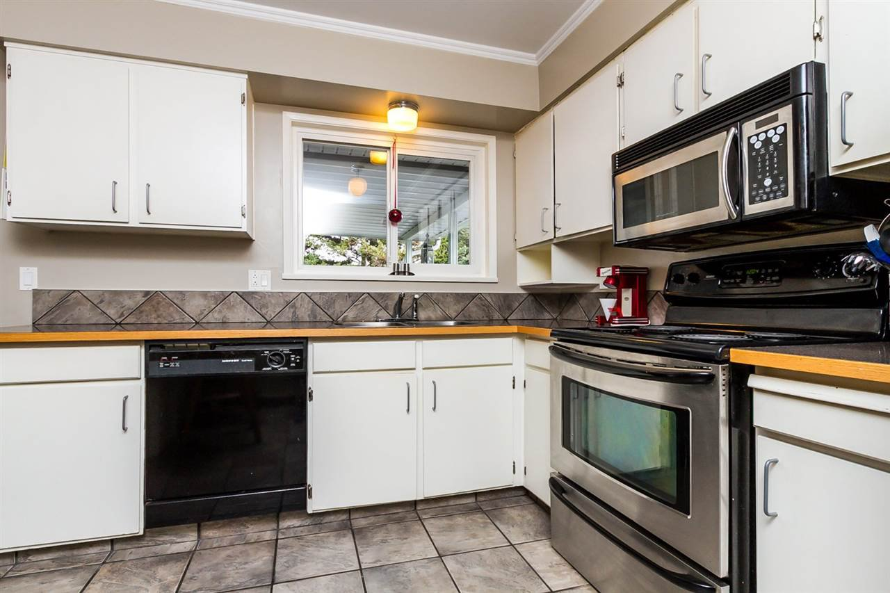 """Photo 8: Photos: 2105 CARMEN Place in Port Coquitlam: Mary Hill House for sale in """"MARY HILL"""" : MLS®# R2046927"""
