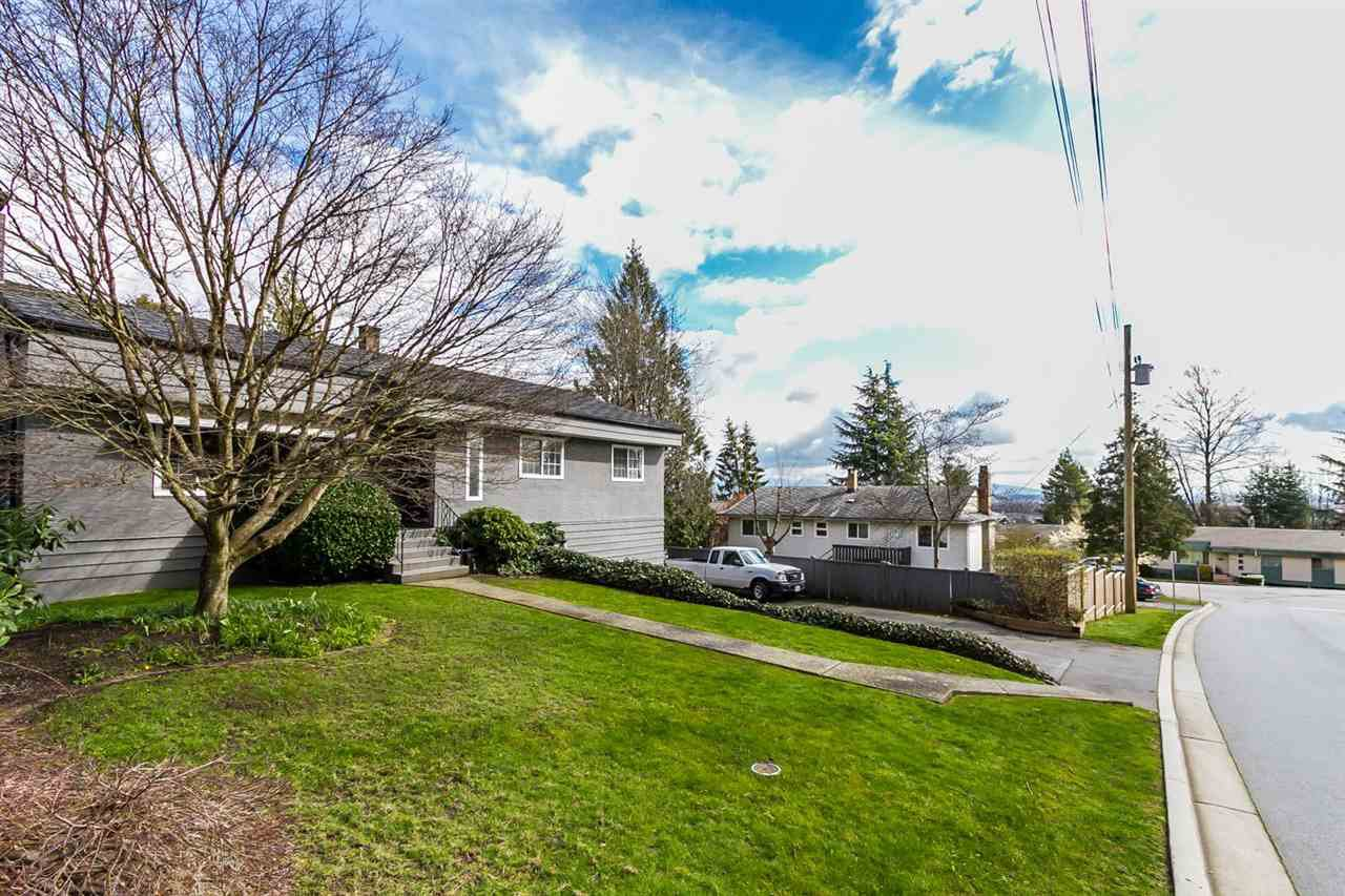 """Photo 3: Photos: 2105 CARMEN Place in Port Coquitlam: Mary Hill House for sale in """"MARY HILL"""" : MLS®# R2046927"""