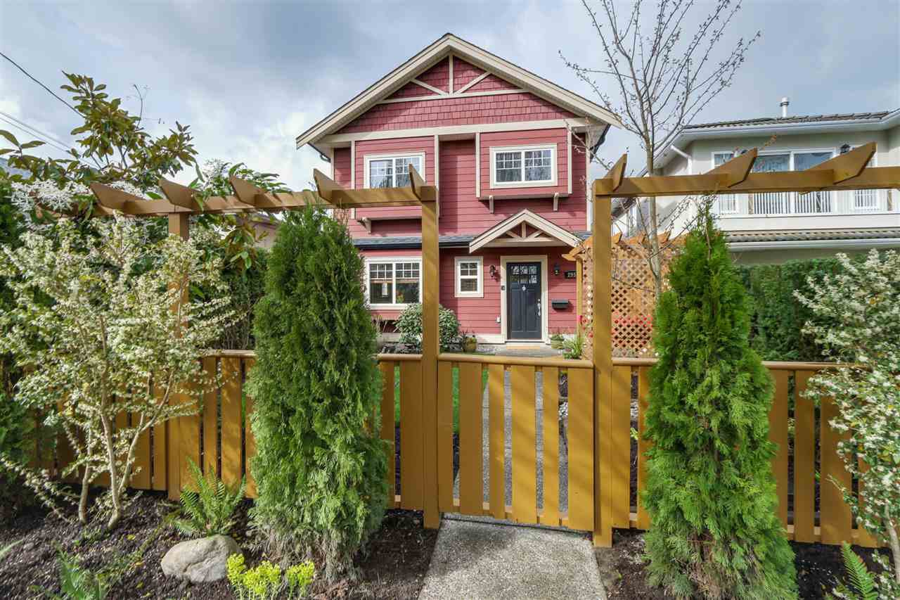 Main Photo: 2951 VICTORIA Drive in Vancouver: Grandview VE House 1/2 Duplex for sale (Vancouver East)  : MLS®# R2050820