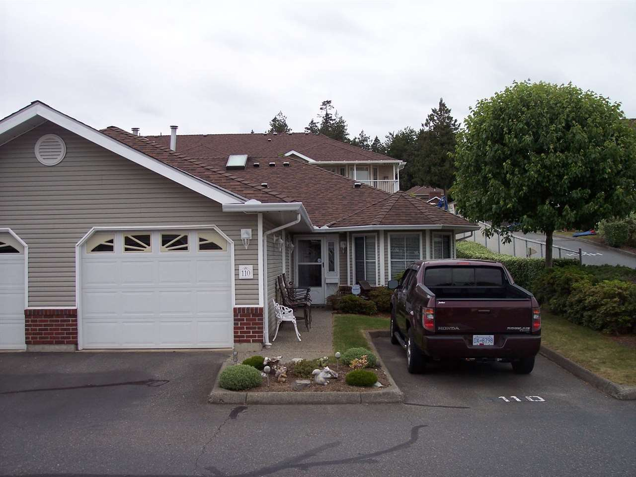 "Main Photo: 110 1973 WINFIELD Drive in Abbotsford: Abbotsford East Townhouse for sale in ""BELMONT RIDGE"" : MLS®# R2070637"