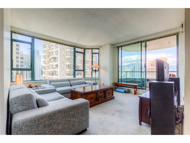 "Main Photo: 2204 888 HAMILTON Street in Vancouver: Yaletown Condo for sale in ""Rosedale Garden Residences"" (Vancouver West)  : MLS®# R2095328"