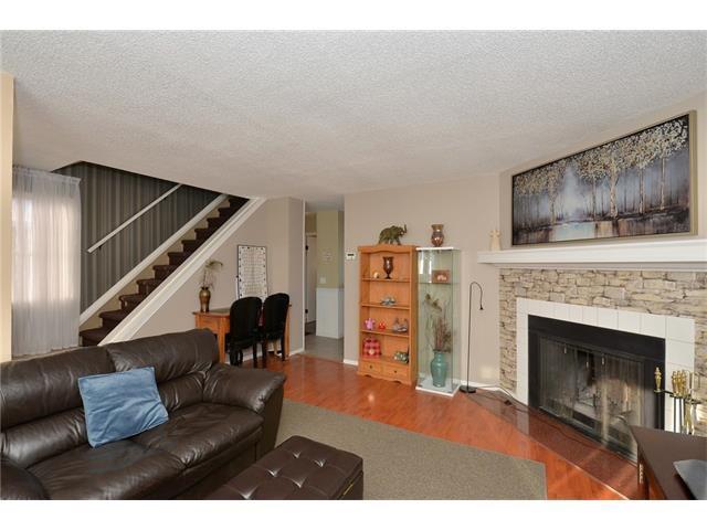 Photo 8: Photos: 10 GLENPATRICK Crescent: Cochrane House for sale : MLS®# C4094257