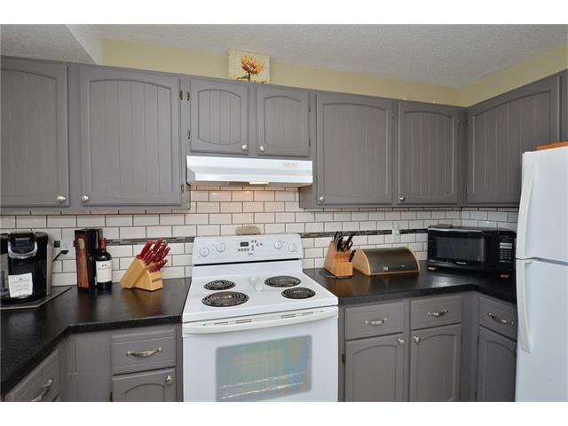 Photo 16: Photos: 10 GLENPATRICK Crescent: Cochrane House for sale : MLS®# C4094257