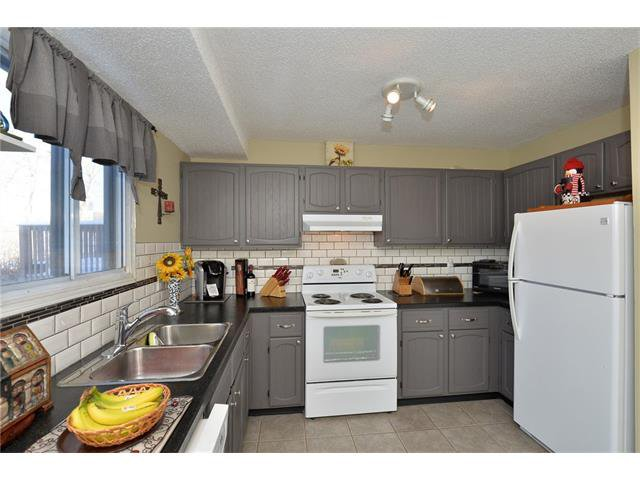 Photo 14: Photos: 10 GLENPATRICK Crescent: Cochrane House for sale : MLS®# C4094257