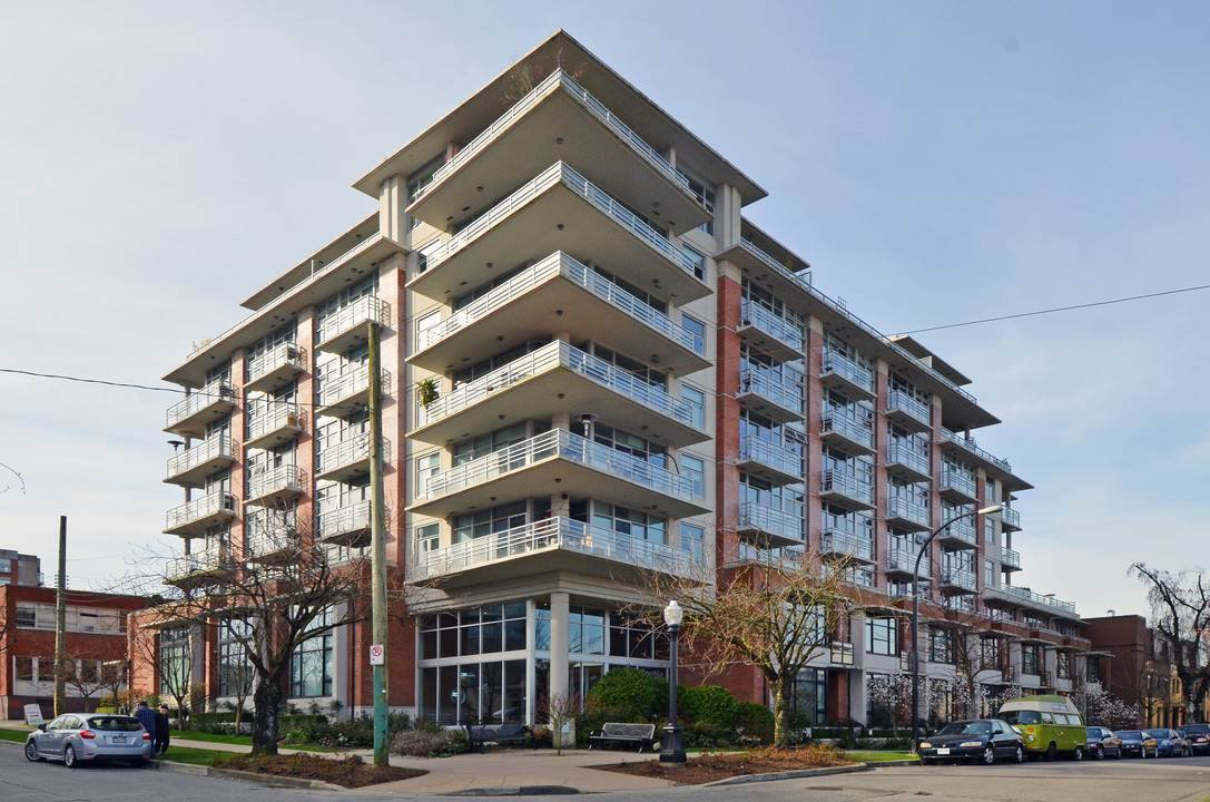 "Main Photo: 305 298 E 11TH Avenue in Vancouver: Mount Pleasant VE Condo for sale in ""THE SOPHIA"" (Vancouver East)  : MLS®# R2138336"