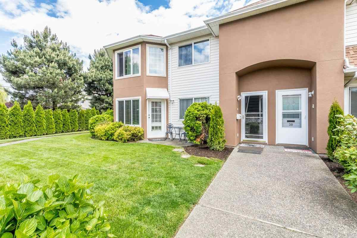 """Main Photo: 32 46350 CESSNA Drive in Chilliwack: Chilliwack E Young-Yale Townhouse for sale in """"HAMLEY ESTATES"""" : MLS®# R2173912"""