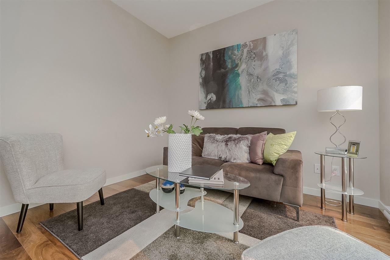 """Photo 10: Photos: 413 13728 108 Avenue in Surrey: Whalley Condo for sale in """"QUATTRO 3"""" (North Surrey)  : MLS®# R2204524"""