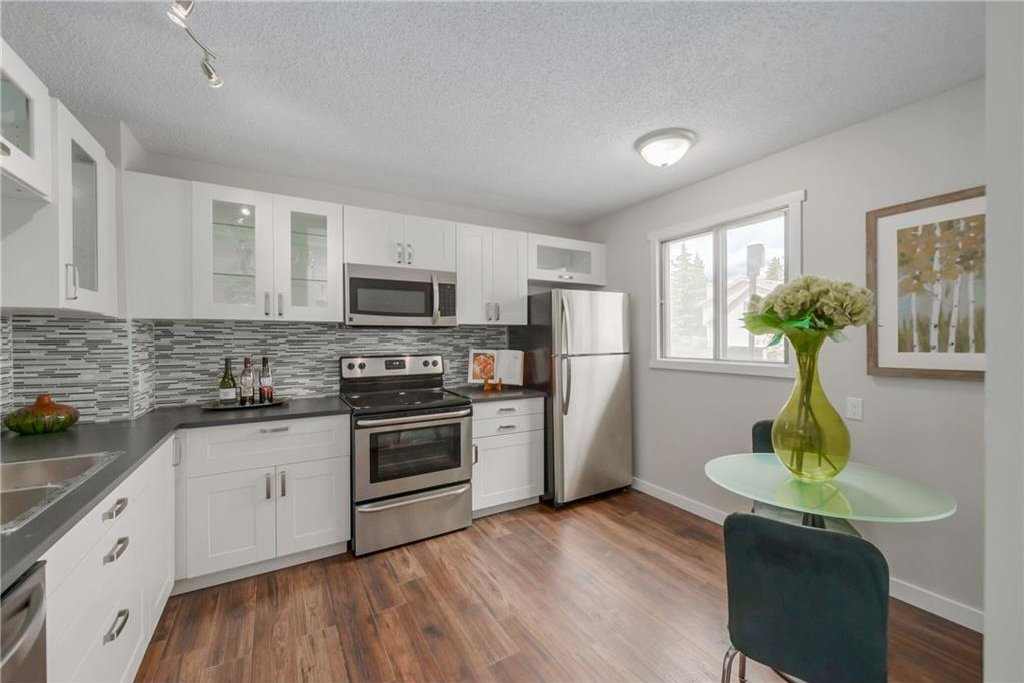 Main Photo: #64 2519 38 ST NE in Calgary: Rundle House for sale : MLS®# C4123299
