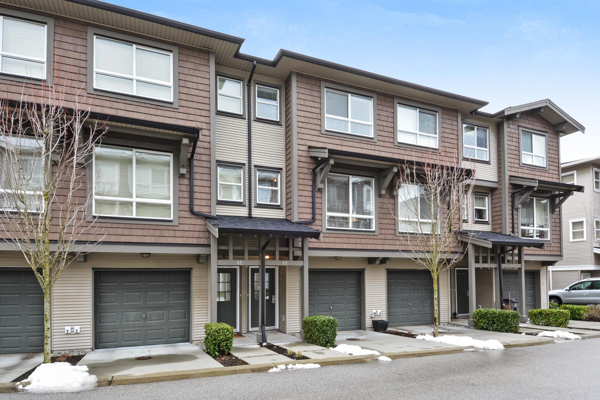 "Main Photo: 43 2729 158 Street in Surrey: Grandview Surrey Townhouse for sale in ""KALEDEN"" (South Surrey White Rock)  : MLS®# R2242522"