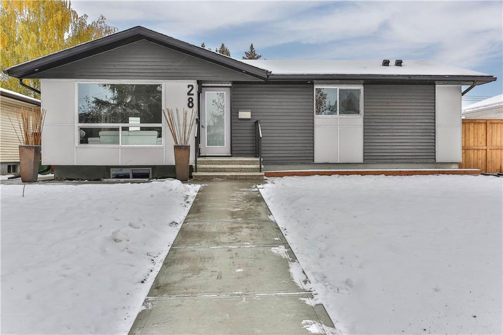 Main Photo: 28 HAVENHURST Crescent SW in Calgary: Haysboro Detached for sale : MLS®# C4219592