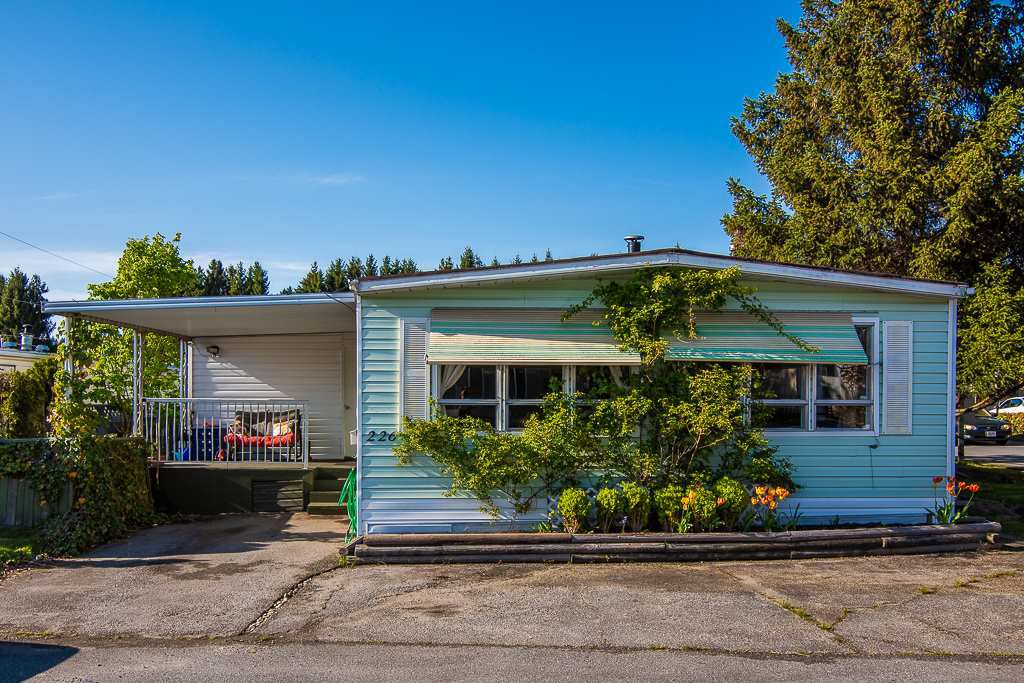 """Main Photo: 226 201 CAYER Street in Coquitlam: Maillardville Manufactured Home for sale in """"WILDWOOD PARK"""" : MLS®# R2362551"""