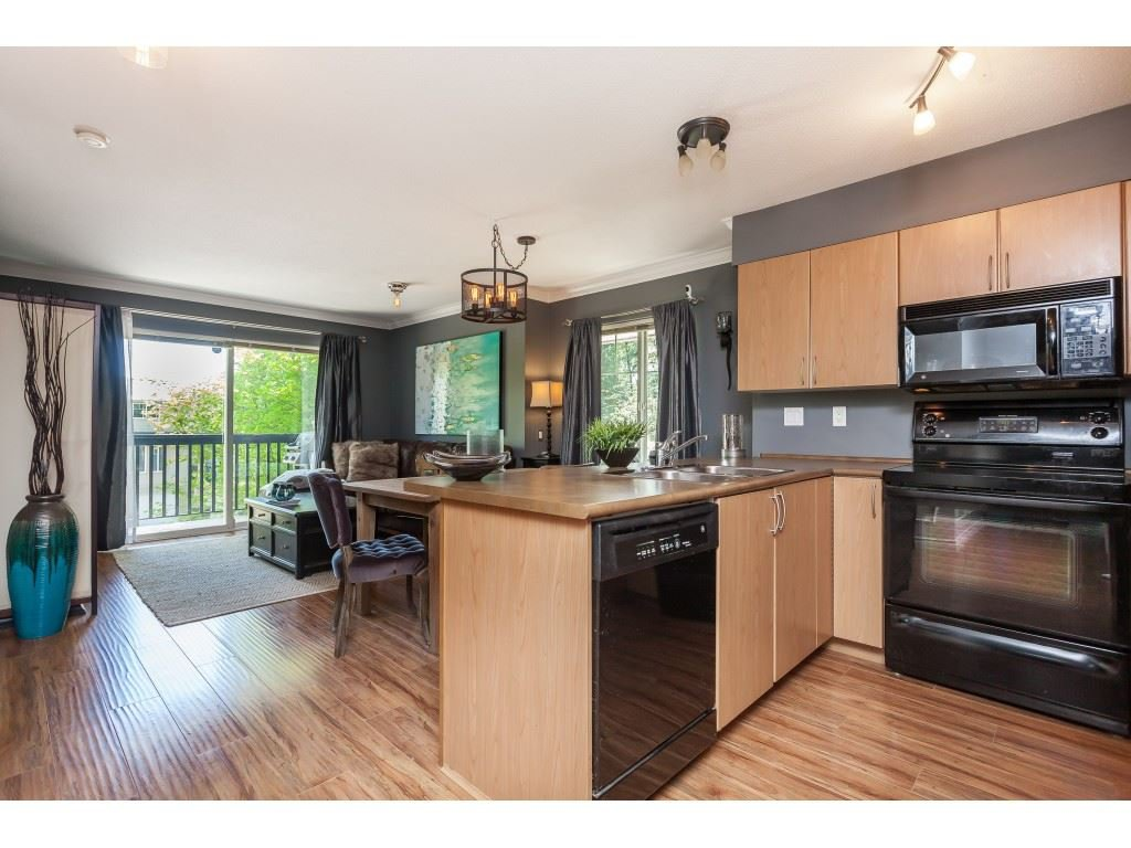 "Photo 7: Photos: 13 5839 PANORAMA Drive in Surrey: Sullivan Station Townhouse for sale in ""Forest Gate"" : MLS®# R2376657"