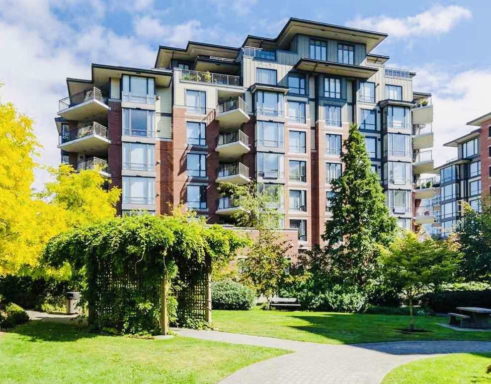 "Main Photo: 303 1581 FOSTER Street: White Rock Condo for sale in ""SUSSEX HOUSE"" (South Surrey White Rock)  : MLS®# R2379151"