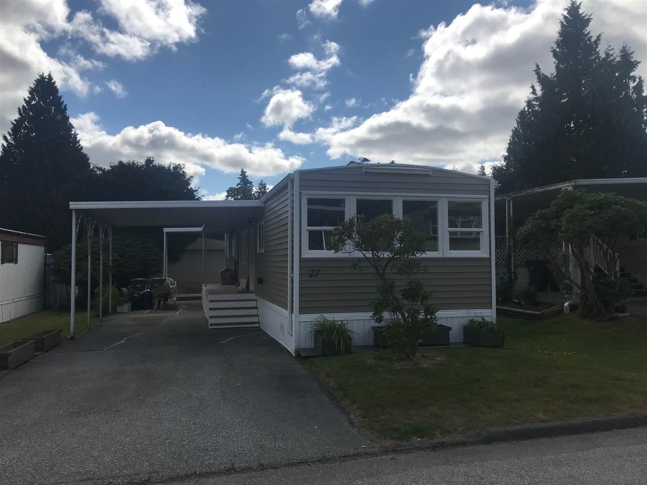 """Main Photo: 27 7790 KING GEORGE Boulevard in Surrey: East Newton Manufactured Home for sale in """"Crispen Bays"""" : MLS®# R2381622"""