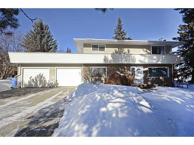 Main Photo: 1504 CAVANAUGH Place NW in CALGARY: Collingwood Residential Detached Single Family for sale (Calgary)  : MLS®# C3599538