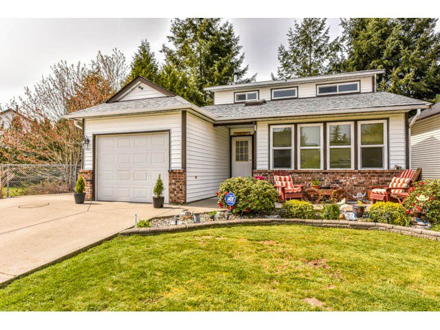 "Main Photo: 9037 155 Street in Surrey: Fleetwood Tynehead House for sale in ""BERKSHIRE PARK area"" : MLS®# F1438520"