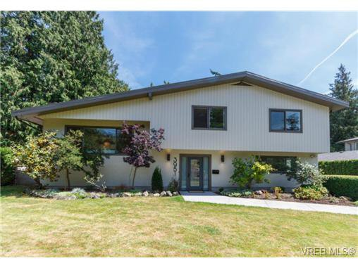 Main Photo: 3951 Sherwood Rd in VICTORIA: SE Queenswood House for sale (Saanich East)  : MLS®# 705337