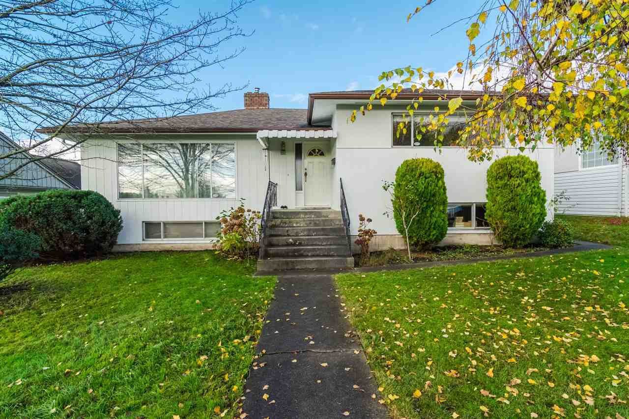 "Main Photo: 121 RICKMAN Place in New Westminster: The Heights NW House for sale in ""THE HEIGHTS"" : MLS®# R2124927"