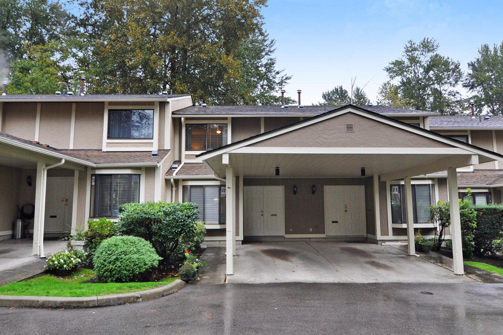 "Main Photo: 22 1141 EAGLERIDGE Drive in Coquitlam: Eagle Ridge CQ Townhouse for sale in ""EAGLERIDGE VILLAS"" : MLS®# R2213891"