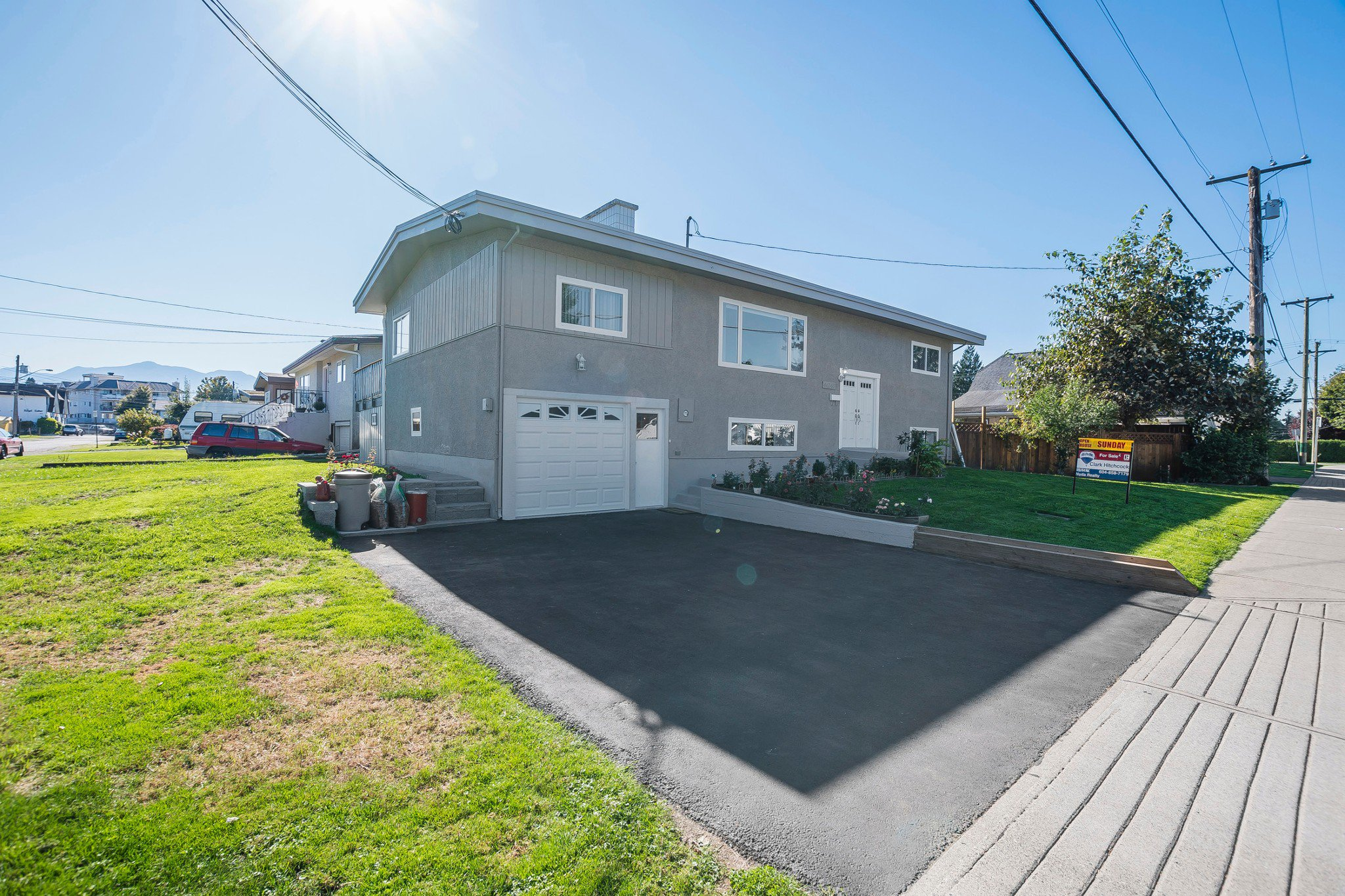 Photo 1: Photos: 46240 Reece: Chilliwack House for sale : MLS®# R2211935