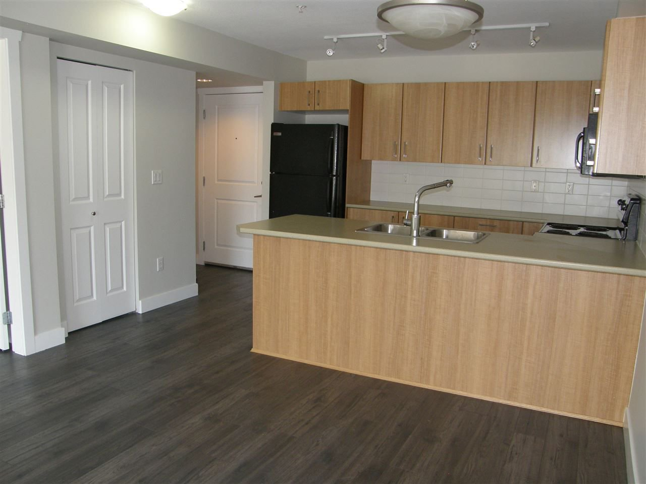 "Photo 6: Photos: 309 45561 YALE Road in Chilliwack: Chilliwack W Young-Well Condo for sale in ""VIBE CONDOS"" : MLS®# R2292861"