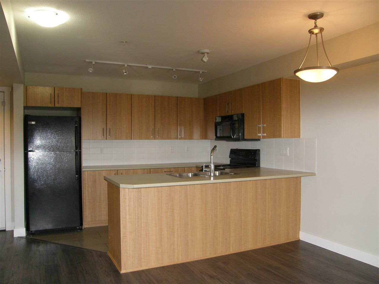 "Photo 7: Photos: 309 45561 YALE Road in Chilliwack: Chilliwack W Young-Well Condo for sale in ""VIBE CONDOS"" : MLS®# R2292861"