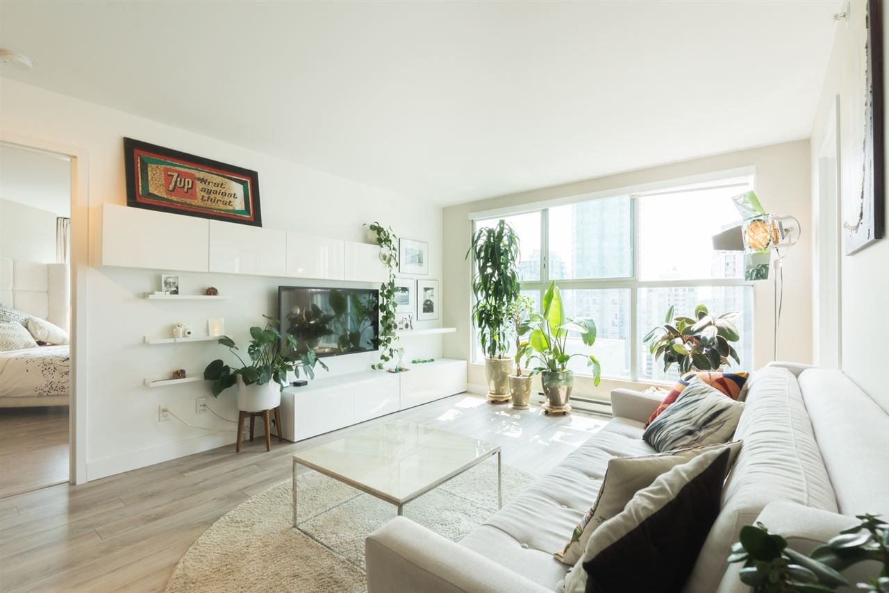 "Main Photo: 2006 1323 HOMER Street in Vancouver: Yaletown Condo for sale in ""Pacific Point"" (Vancouver West)  : MLS®# R2293683"