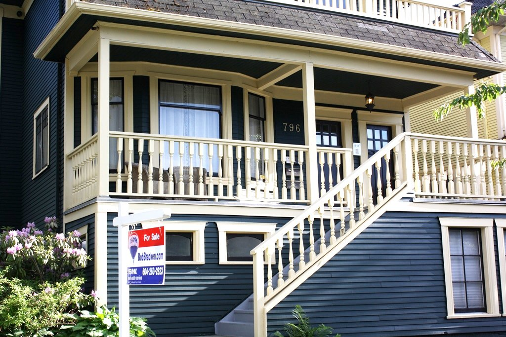 Photo 3: Photos: 796 E 13TH Avenue in Vancouver: Mount Pleasant VE House for sale (Vancouver East)  : MLS®# R2344961