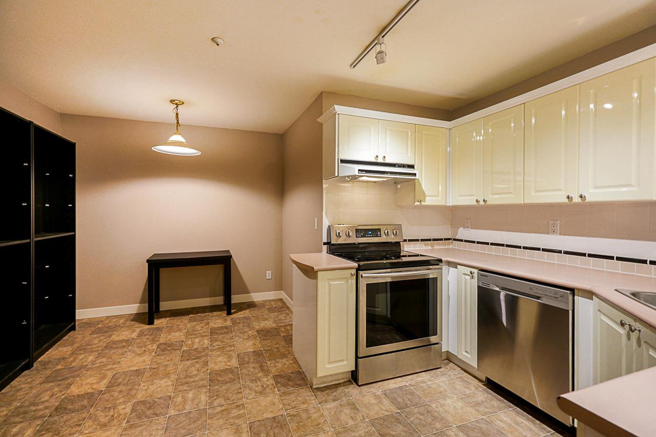 Photo 15: Photos: 210 7435 121A Street in Surrey: West Newton Condo for sale : MLS®# R2348531