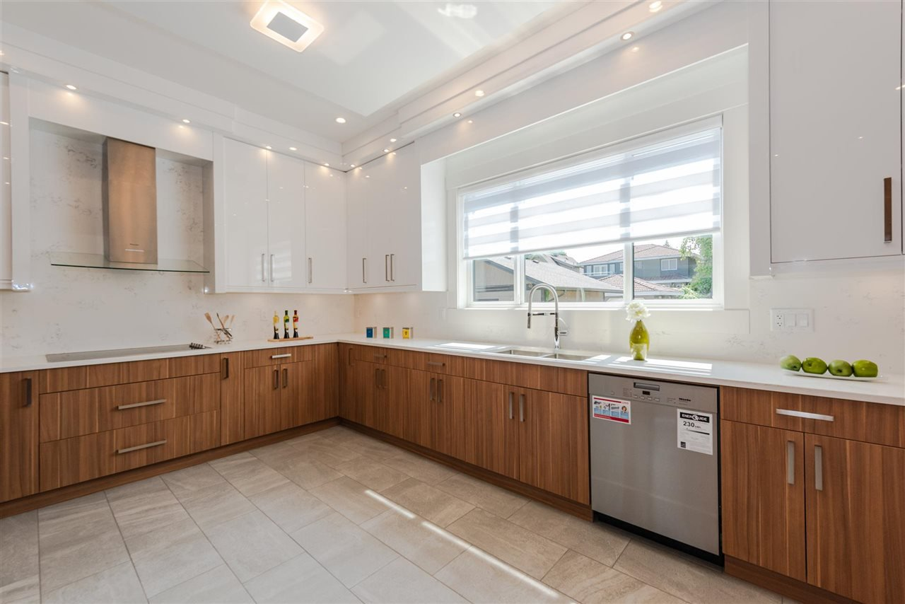 Photo 10: Photos: 4054 MCGILL Street in Burnaby: Vancouver Heights House for sale (Burnaby North)  : MLS®# R2365085