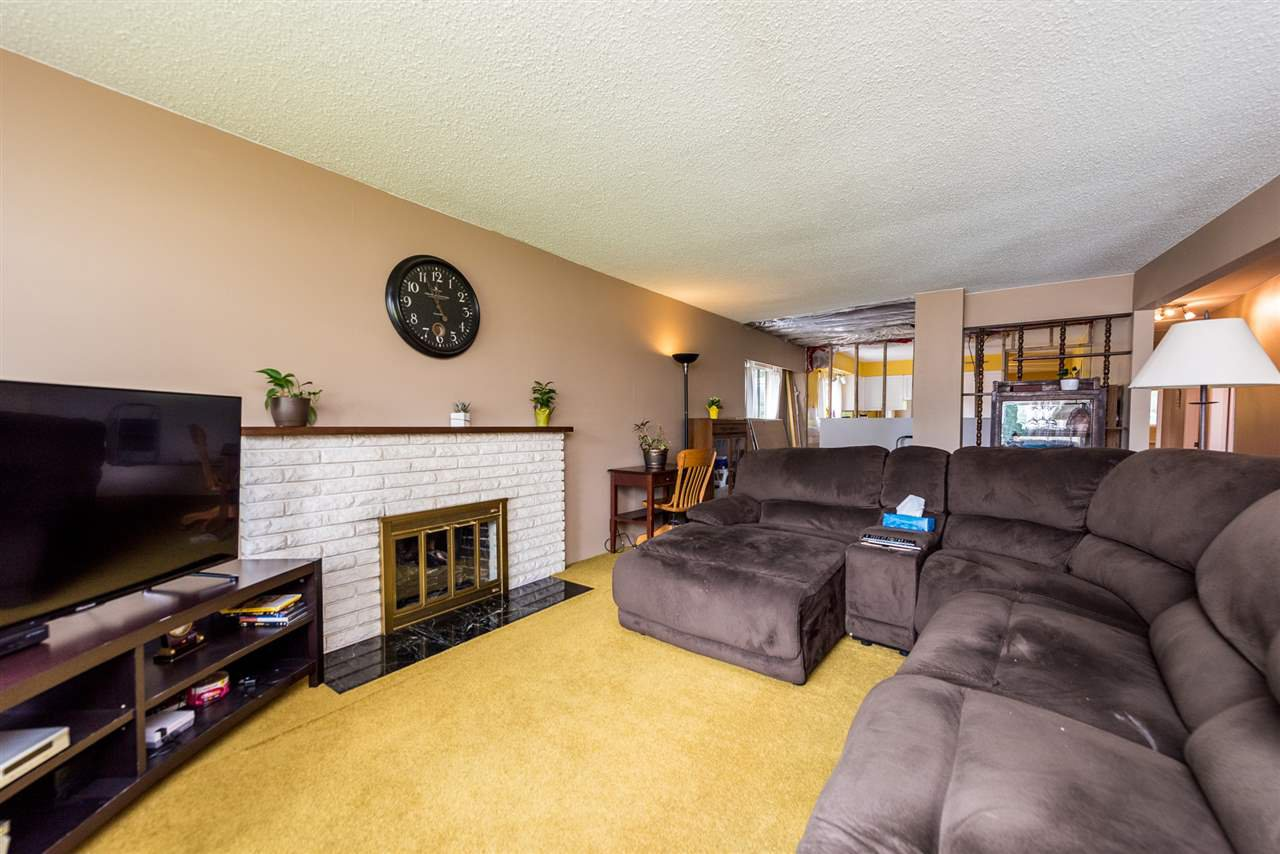 Photo 3: Photos: 1781 HOWARD Avenue in Burnaby: Parkcrest House for sale (Burnaby North)  : MLS®# R2386197