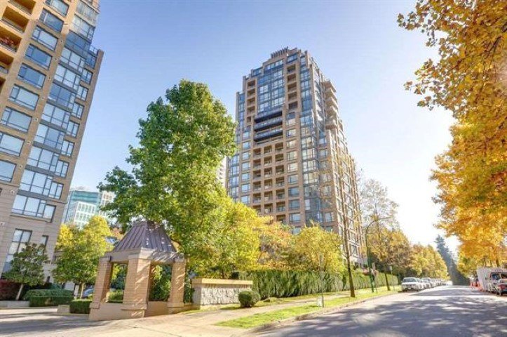 "Main Photo: 308 7388 SANDBORNE Avenue in Burnaby: South Slope Condo for sale in ""MAYFAIR PLACE"" (Burnaby South)  : MLS®# R2413113"
