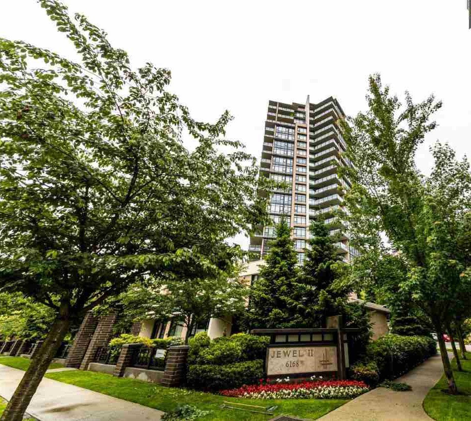 Jewel II Luxury living in heart of Metrotown