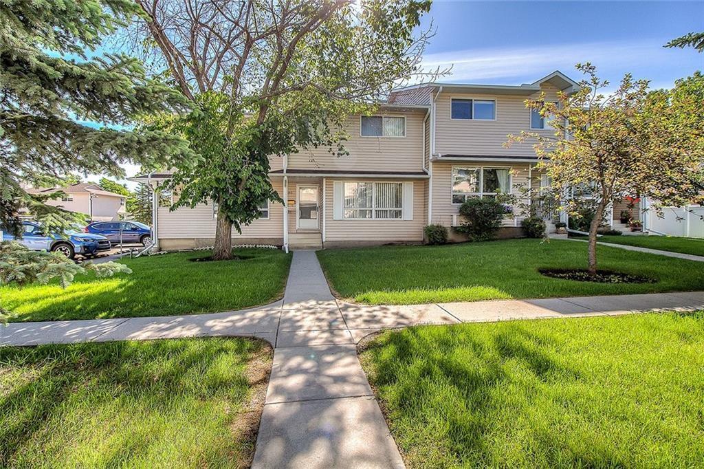 Main Photo: 145 WOODSMAN Lane SW in Calgary: Woodbine Row/Townhouse for sale : MLS®# C4303483