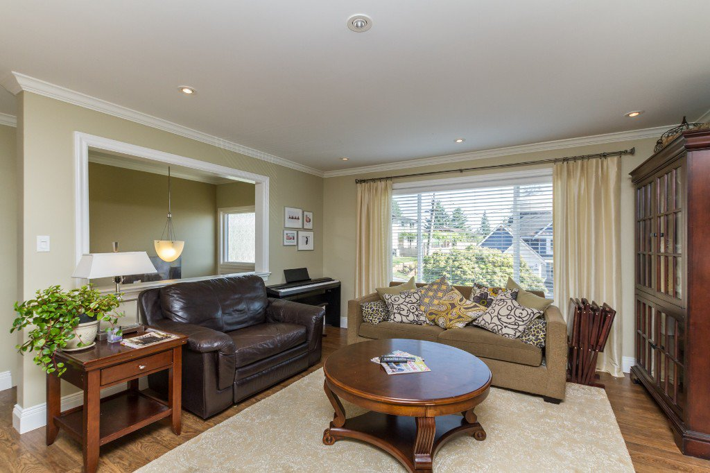 Photo 5: Photos: 1985 PETERSON Avenue in Coquitlam: Cape Horn House for sale : MLS®# V1067810