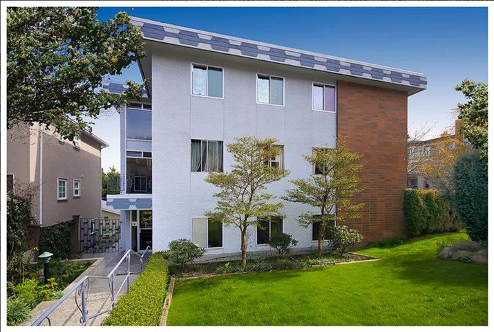 "Main Photo: 101 3680 OAK Street in Vancouver: Cambie Condo for sale in ""Glen Oaks"" (Vancouver West)  : MLS®# R2045986"