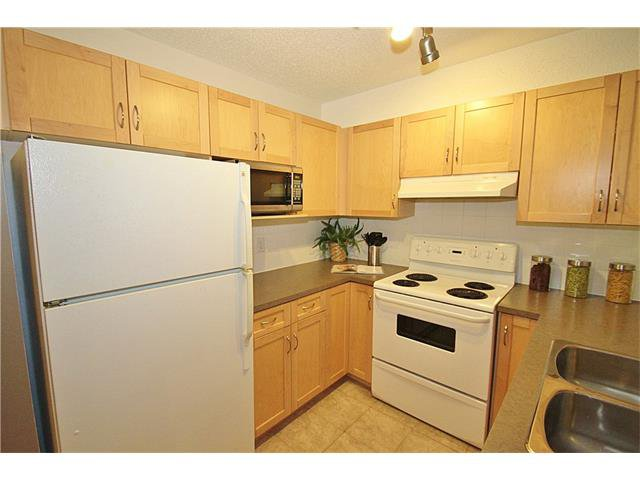 Photo 11: Photos: 4210 70 PANAMOUNT Drive NW in Calgary: Panorama Hills Condo for sale : MLS®# C4076260