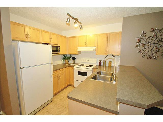 Photo 10: Photos: 4210 70 PANAMOUNT Drive NW in Calgary: Panorama Hills Condo for sale : MLS®# C4076260