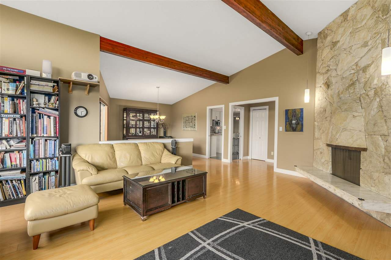Photo 5: Photos: 6920 HYCREST Drive in Burnaby: Montecito House for sale (Burnaby North)  : MLS®# R2165155