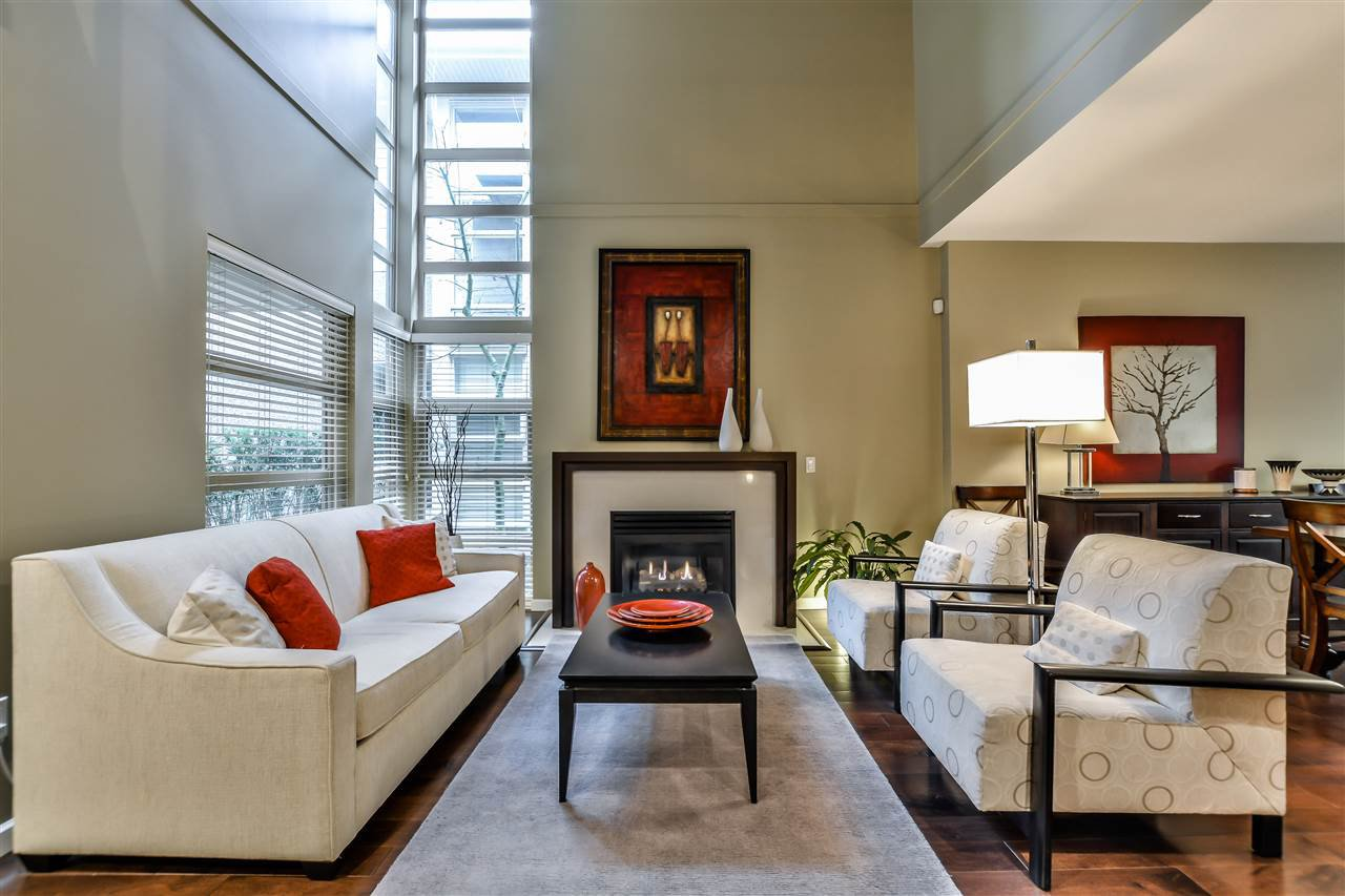 Main Photo: 2 3750 EDGEMONT BOULEVARD in North Vancouver: Edgemont Townhouse for sale : MLS®# R2152238