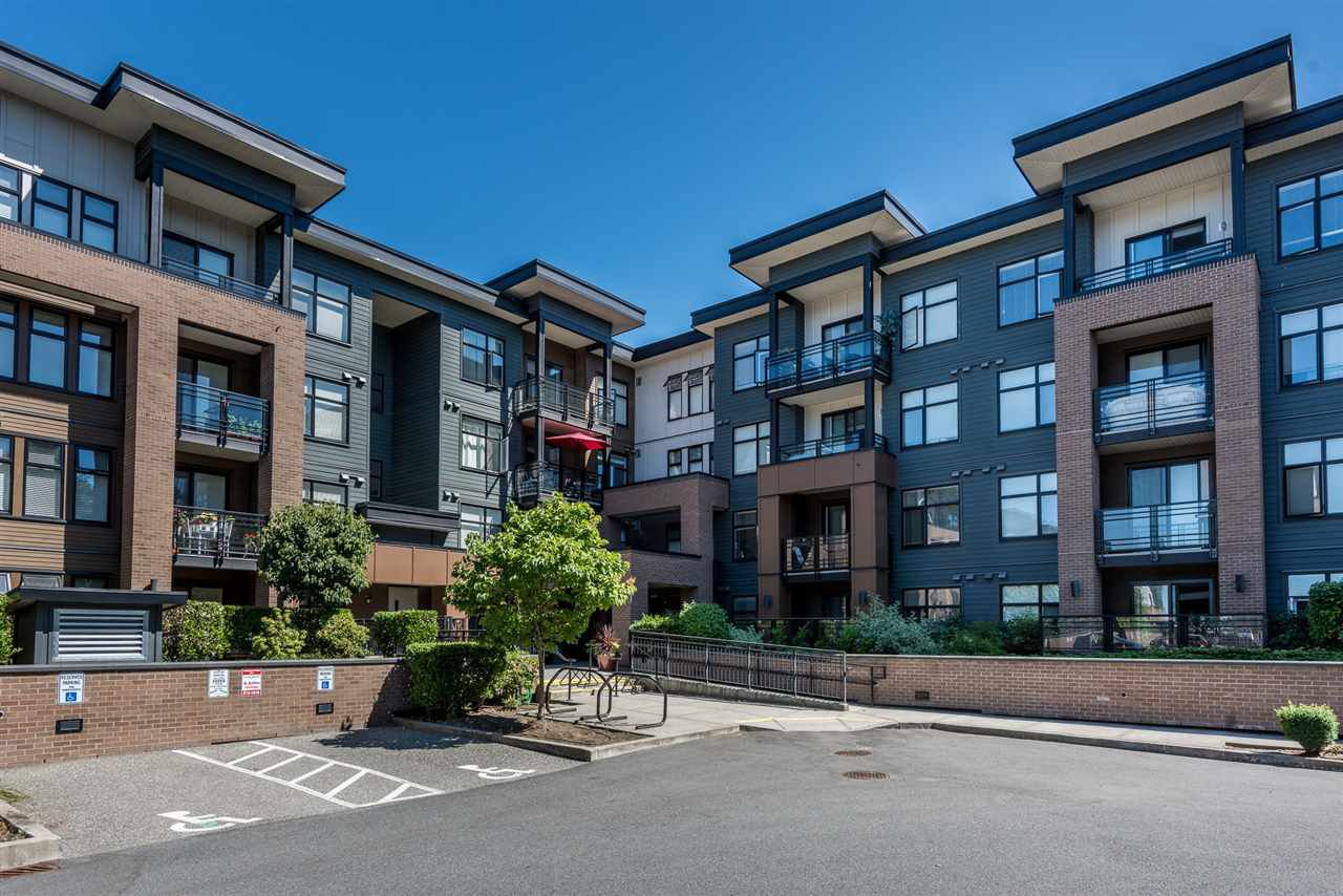 """Main Photo: 303 20068 FRASER Highway in Langley: Langley City Condo for sale in """"Varsity"""" : MLS®# R2229681"""