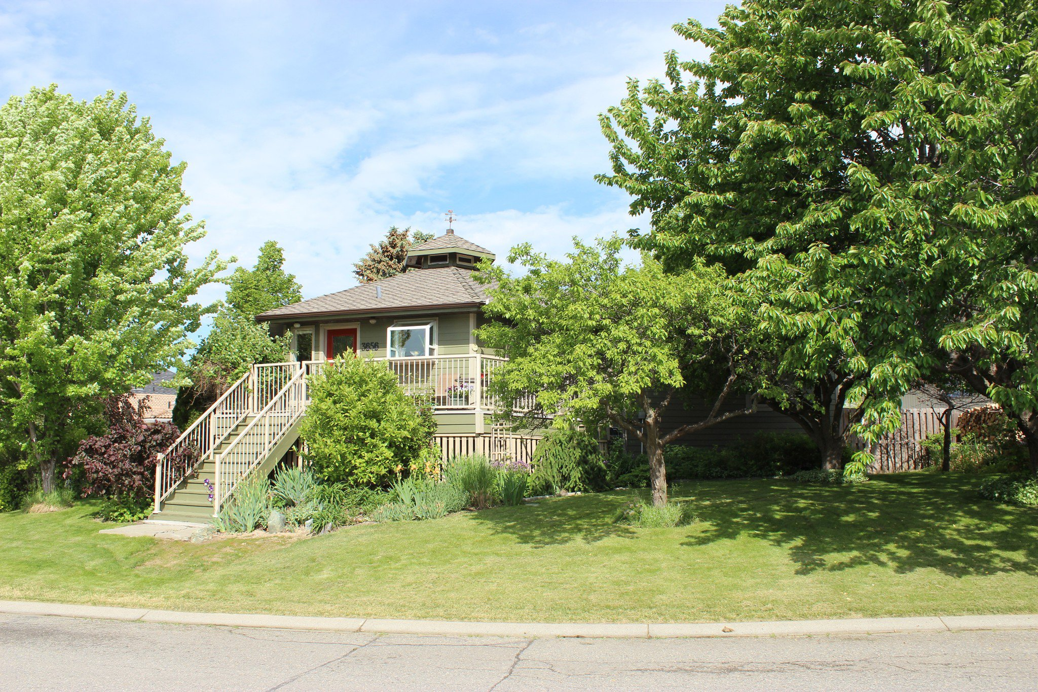 Photo 2: Photos: 3656 Navatanee Drive in Kamloops: South Thompson House for sale : MLS®# 144799