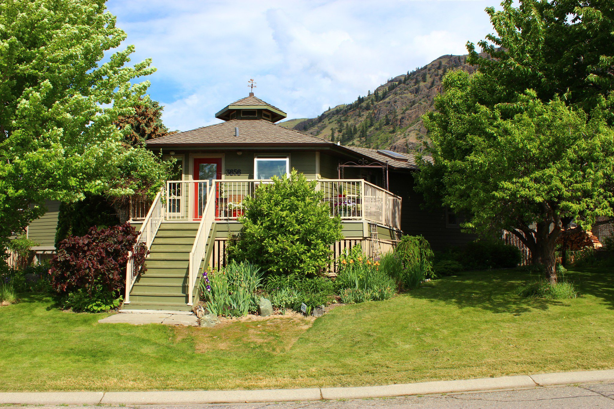 Photo 1: Photos: 3656 Navatanee Drive in Kamloops: South Thompson House for sale : MLS®# 144799
