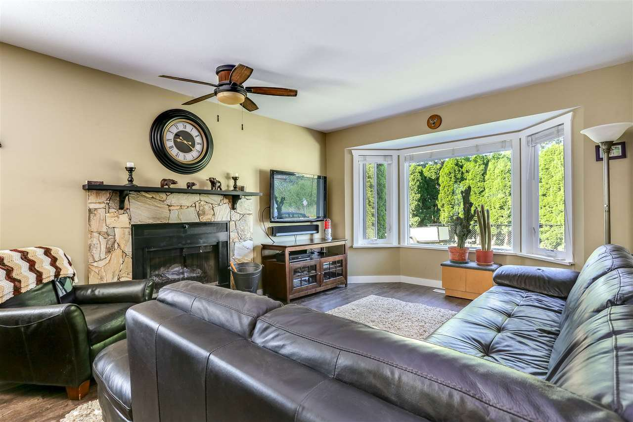 Photo 3: Photos: 11002 HAZELWOOD Street in Maple Ridge: Southwest Maple Ridge House for sale : MLS®# R2281905