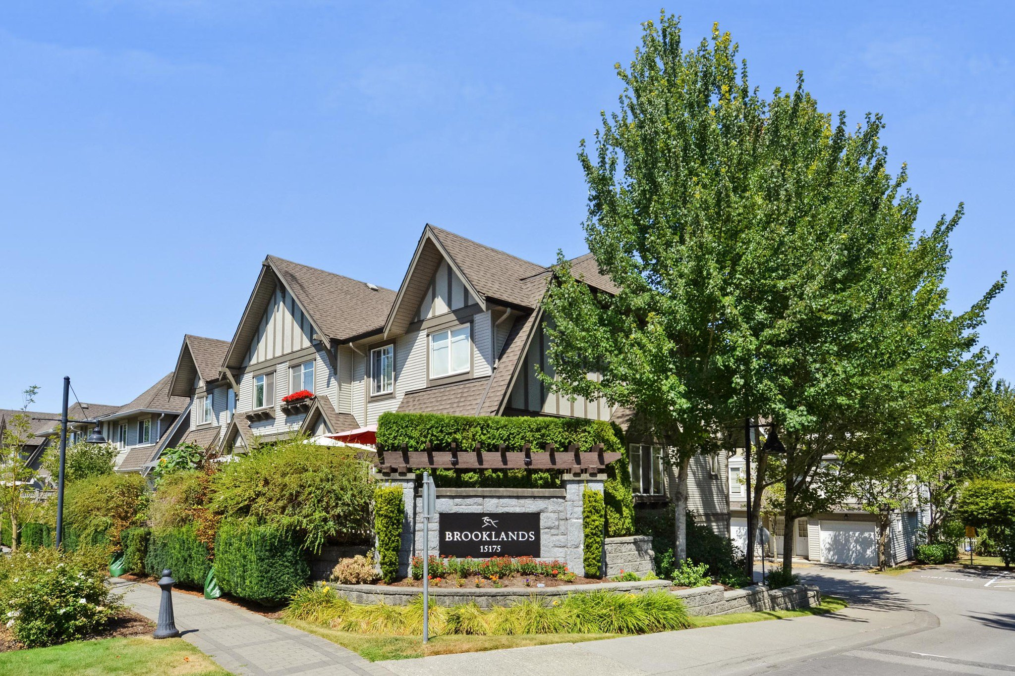 """Main Photo: 83 15175 62A Avenue in Surrey: Sullivan Station Townhouse for sale in """"Brooklands"""" : MLS®# R2296846"""