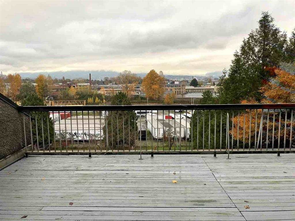 "Main Photo: 724 774 GREAT NORTHERN Way in Vancouver: Mount Pleasant VE Condo for sale in ""PACIFIC TERRACES"" (Vancouver East)  : MLS®# R2352100"