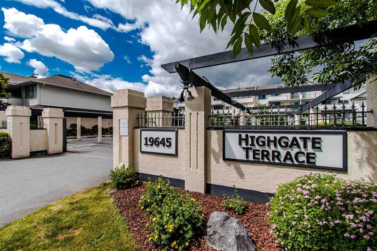 """Main Photo: 402 19645 64 Avenue in Langley: Willoughby Heights Townhouse for sale in """"HIGHGATE TERRACE"""" : MLS®# R2379846"""