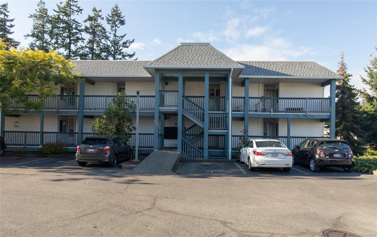 Main Photo: 106 3089 Barons Rd in : Na Uplands Condo for sale (Nanaimo)  : MLS®# 857723