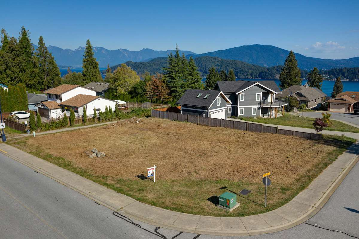 """Main Photo: Lot 2 SPYGLASS Place in Gibsons: Gibsons & Area Land for sale in """"MARINERS LOOKOUT"""" (Sunshine Coast)  : MLS®# R2515896"""